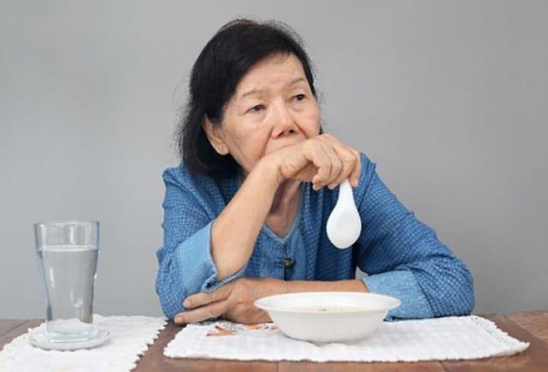 Người lớn biếng ăn do tâm lý lo lắng, stress