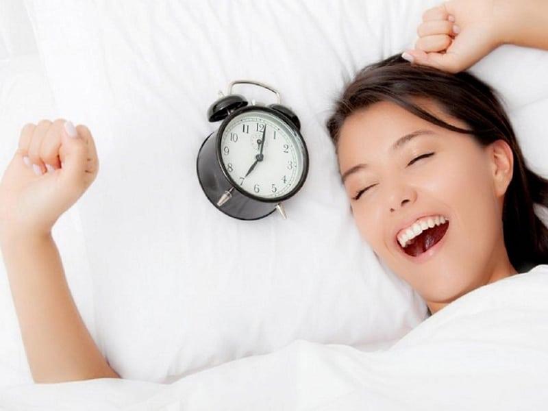 Nên đi ngủ và thức dậy lúc mấy giờ