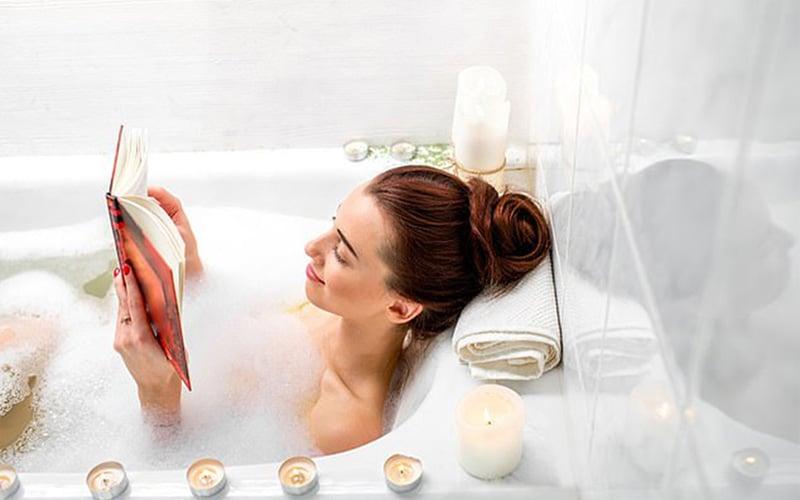 Tắm nước nóng là cách dân gian trị mất ngủ