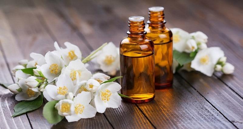 Sử dụng tinh dầu giúp giảm đau đầu và dễ ngủ