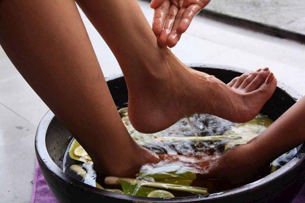 Ngâm chân - một trong 5 cách chữa mất ngủ